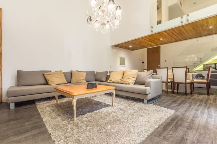 Cozy new apartment in the HEART OF THE CITY. 1B 1B