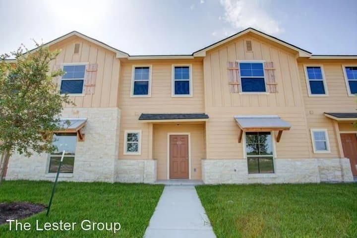 Upscale 2 Bedroom Townhome College Station