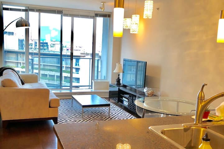 Downtown! Close to everything! 1 Bedroom + Parking
