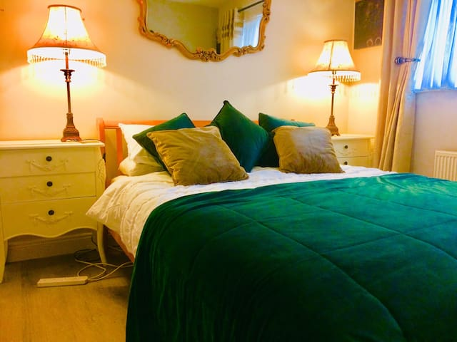 Spacious Ensuite King Size Bed Forster Court CityC