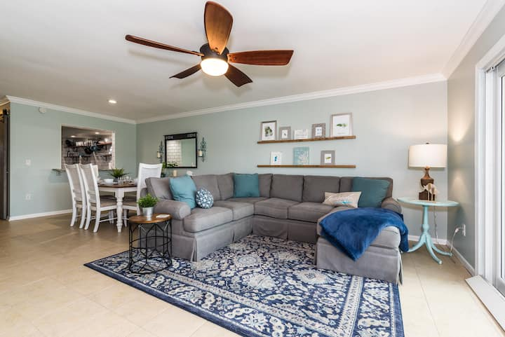 Island Oasis - 3br/2ba, steps to the ocean!