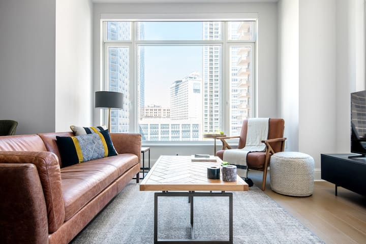 Lux Streeterville 1BR w/ Gym, Pool nr. Chicago Riverwalk by Blueground