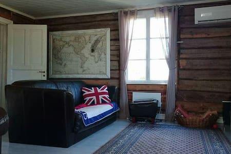Kodikas, luonnonläheinen hirsitalo - Lumparland - Rumah