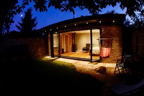 Luxury studio, own garden, log burner & en suite
