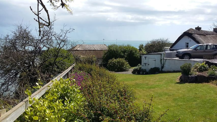 Traditional Thatched Cottage - Dunmore East - Casa