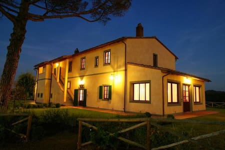 Villa and outbuilding with nice garden and pool* - Montopoli in Val D'arno - Villa