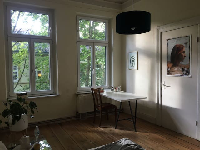 Zimmer in wunderschöner Altbauwohnung