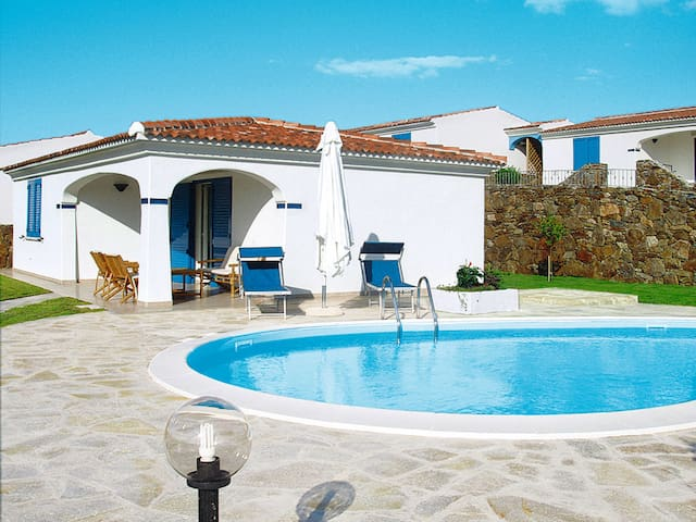 Terraced house w/ pool in the sandy beach proximity