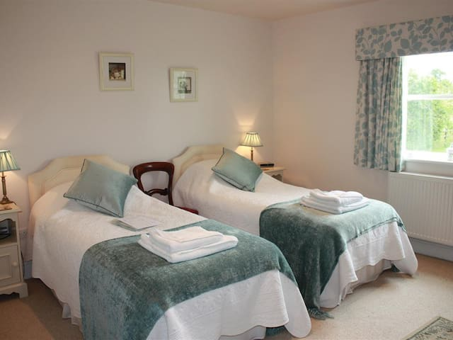 Twin room at Bridge Cottage