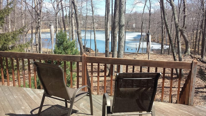 5 bd Lakefront lodge with Hot Tub in Pocono PA