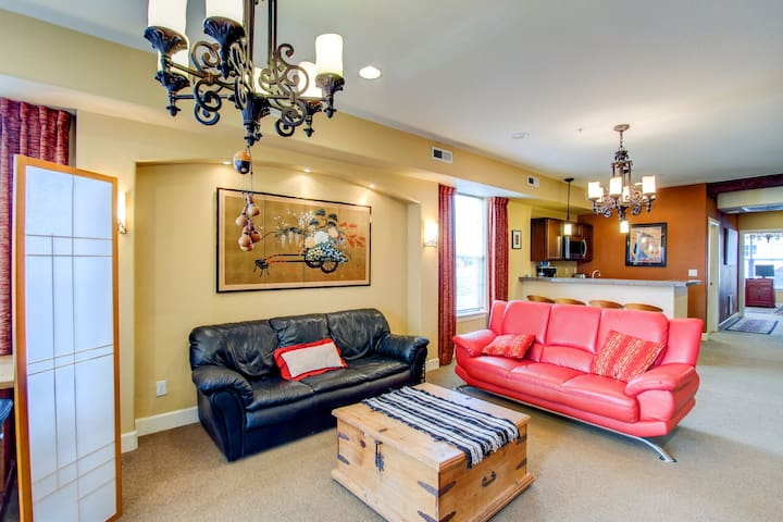Fully Furnished Executive Apartment in Downtown Colorado Springs.  Mountain View
