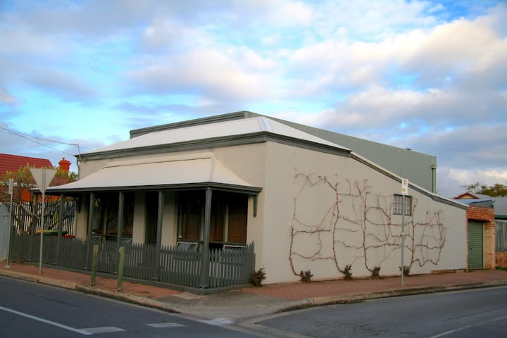Maria St Cottage- Free Tram into Adelaide CBD - Thebarton - Hus