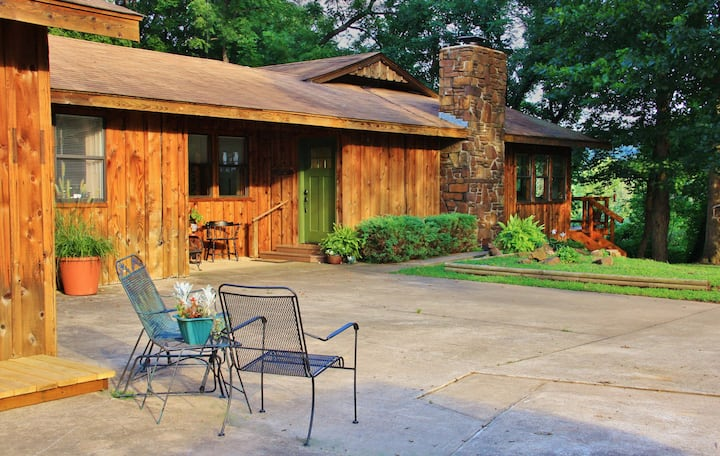 The Purdy Cabin Guest Retreat