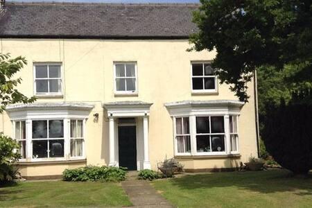 Burnsall Farm Guest House - Hull
