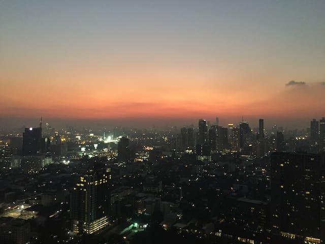 Furnished 1 BR condo near BTS with superb view - Bangkok - Lägenhet