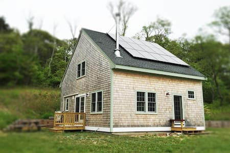 2-Minute Walk to Gull Pond in an Open Air newly constructed stylized farmhouse - Wellfleet