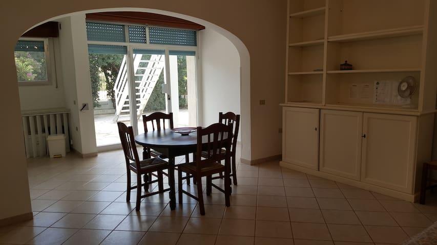 Appartamento con accesso diretto in spiaggia - Porto cesareo - Lägenhet