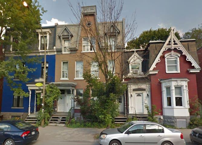 Saint-Henri Town House Apartment on 2 Floors! - Montreal - Byt