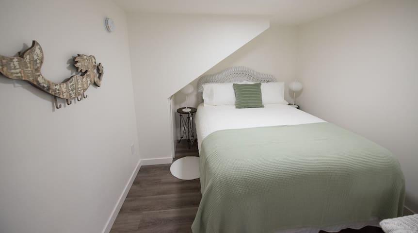 Lower Floor Suite