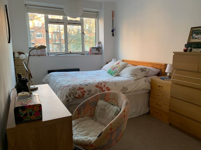 Cosy double room in Battersea