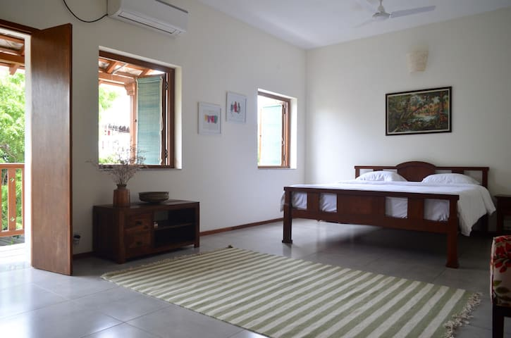 Large Room with Cute Balcony on Suffren Street
