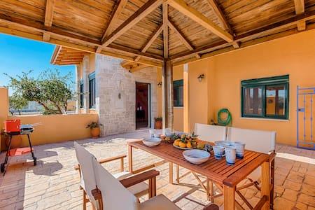 Elefterias Garden House - Afantou - บ้าน