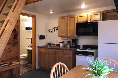 Duplex Cabin, 2 Bedroom with loft, sleeps 8