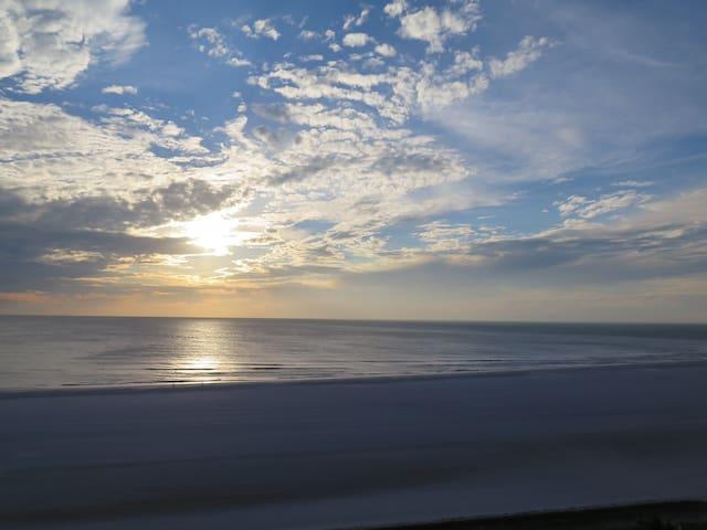 Spectacular Views in Marco Island Beachfront Condo - Marco Island - Appartement en résidence