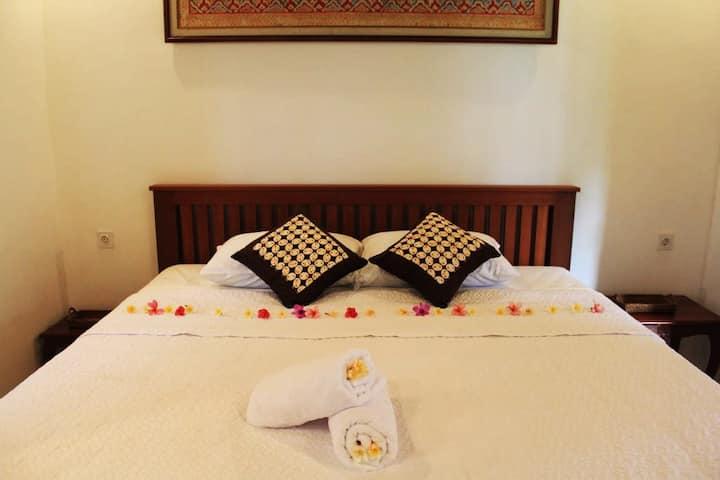 Balinese Guesthouse King Room inc breakfast