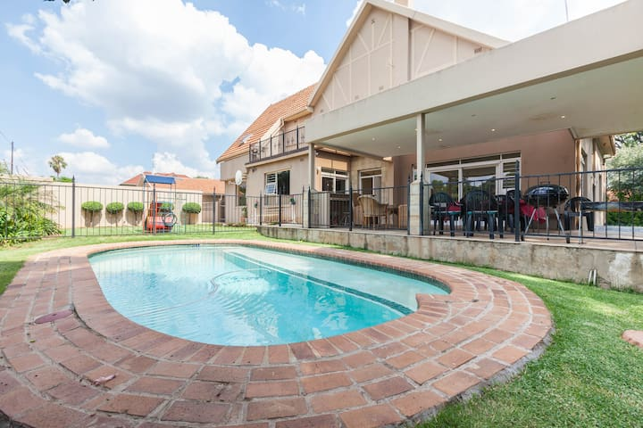 Joberg Paradise Huge 6 Bed House