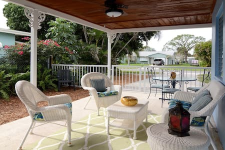 Charming Stuart Cottage in Great Location - 스튜어트