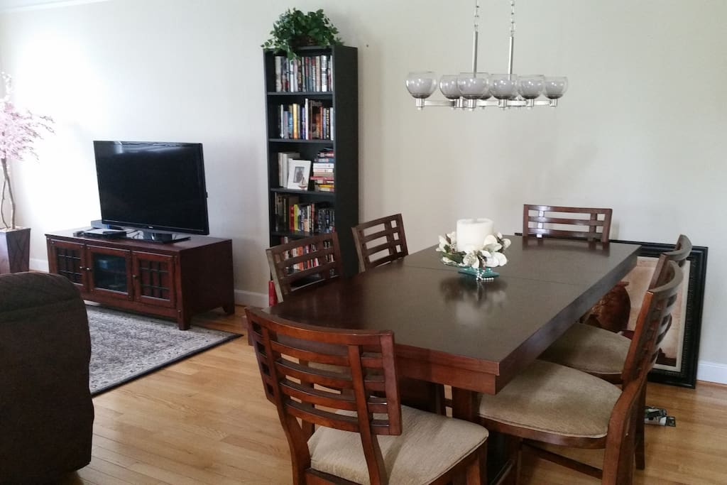 Dining area connected to livingroom