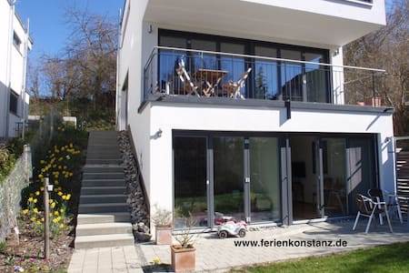 Flat with terrace close to lake - Appartement