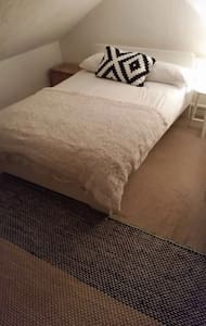 Cozy Attic room in  Cardiff Bay Close to Stadium - Cardiff - Ház