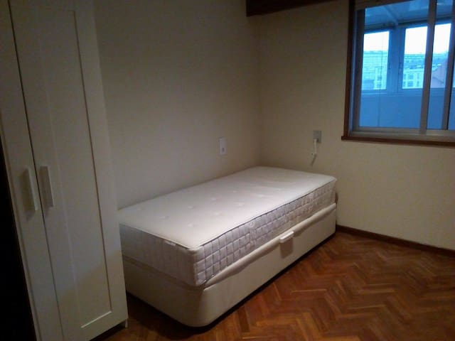 ROOM near to the BUS/TRAIN station+FREE BREAKFAST - A Coruña - Bed & Breakfast