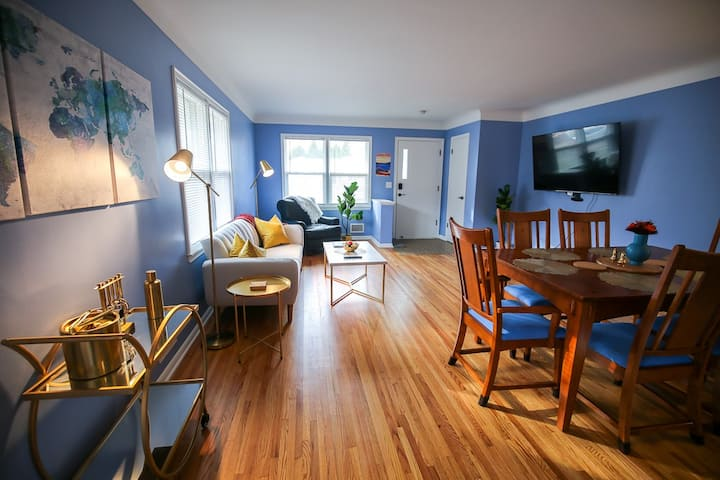 The 2BR Urban Oasis - By Lux Life Rentals