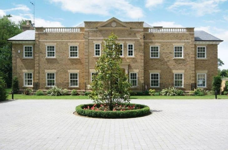 Mayfields mansion near Ascot - Windlesham - Hus