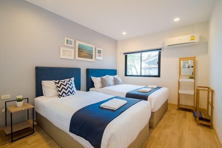 Bedroom 1 - 1 queen bed 1 single bed