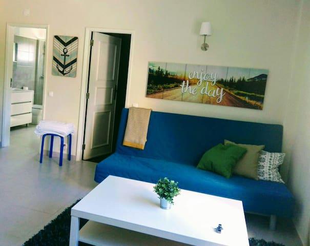 Estoril Apartment - 15m walk to the sea!