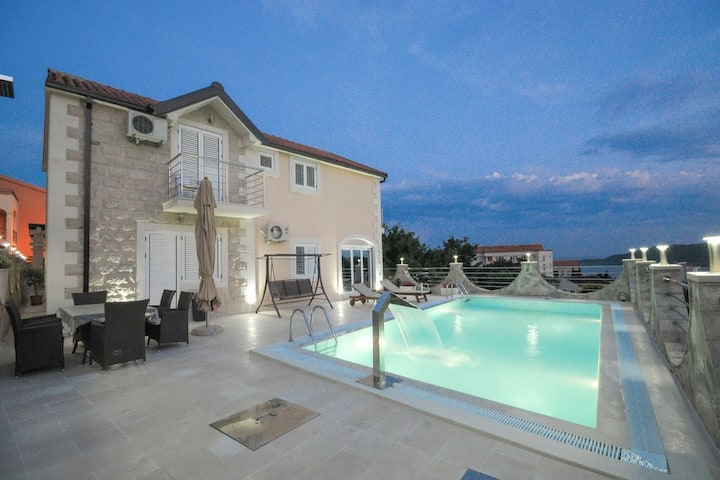 Luxury Villa with pool in Becici