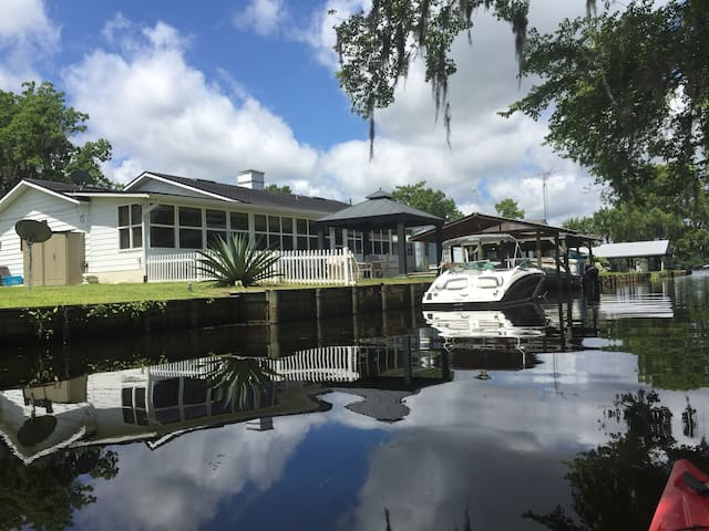 River House Fishing-Golf Paradise! - Crescent City - Casa