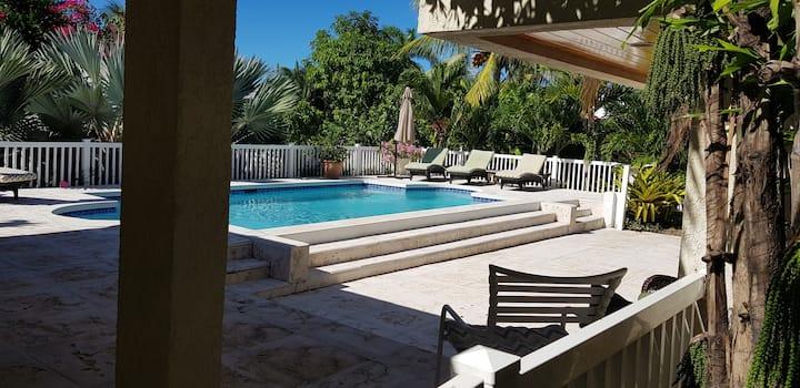 Beautiful house near Saunders Beach- BOOK NOW!!!