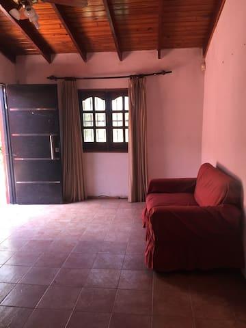 Habitación número 4 ingreso a la casa , sofá cama plaza y media y una cama individual  aire acondicionado