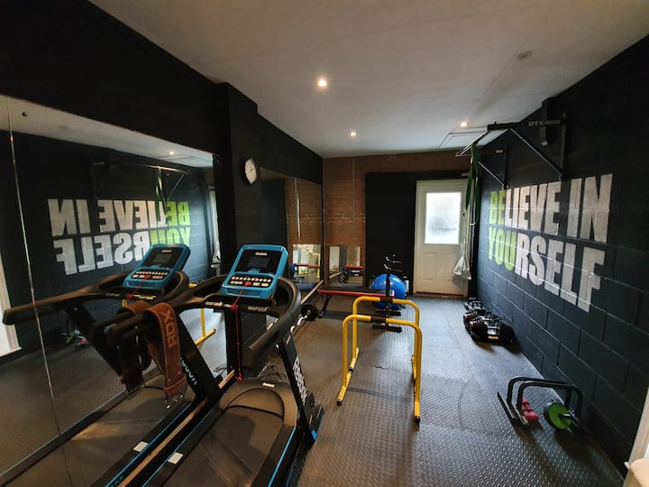 Detached house & use of gym in great location