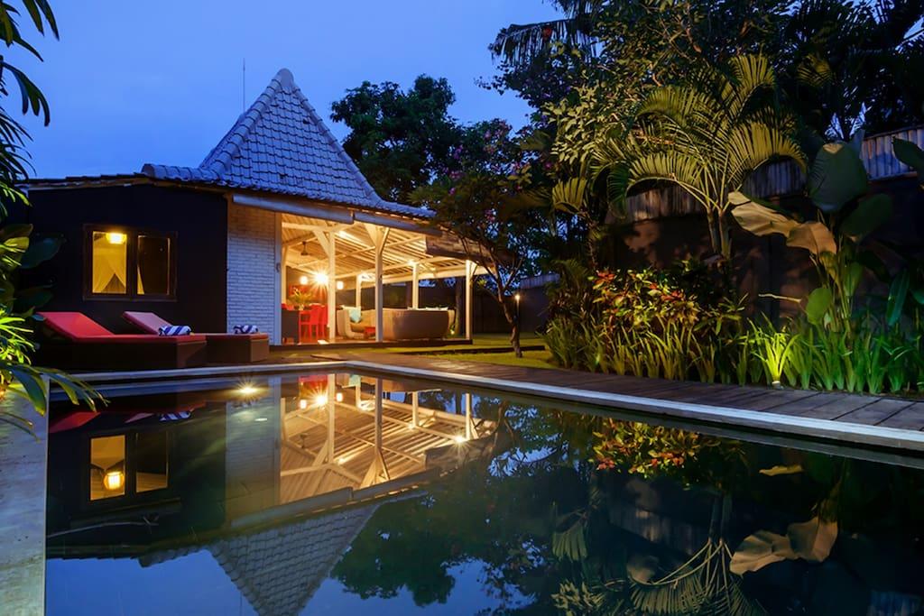 sch ne villa mit pool und garten villen zur miete in kuta bali indonesien. Black Bedroom Furniture Sets. Home Design Ideas