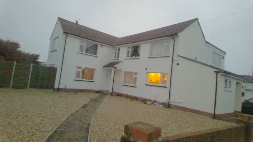 large 4 bedroom detached house ideal for familys
