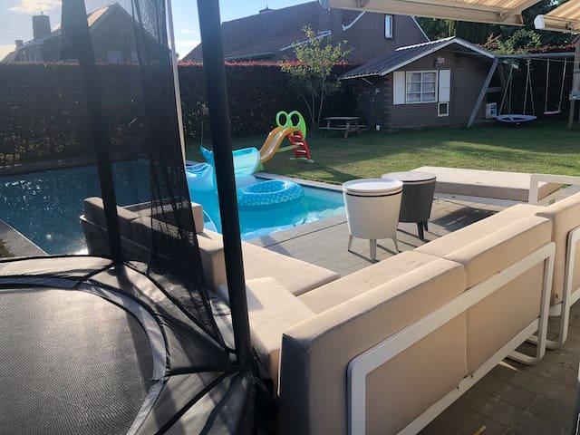 Villa met verwarmd buitenzwembad van april-oktober