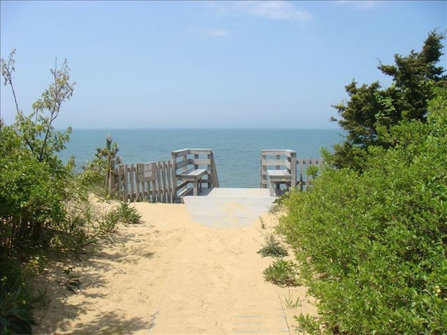 Private Beach! Ocean View! Great family getaway with Rooftop Deck - Eastham