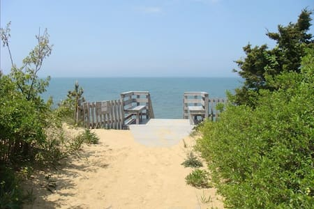 Private Beach! Ocean View! Great family getaway with Rooftop Deck - Eastham - Dom