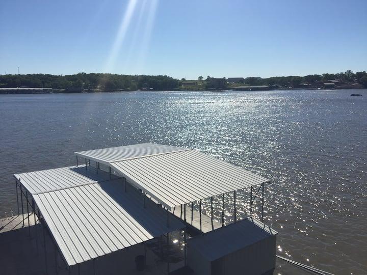 Redbud Escape! Lg Swim Dock, Lg Decks, pool table